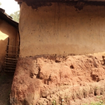 Od1_Red laterite stone and mud for foundation and plinths