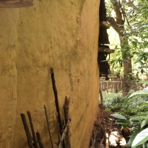 Od3_External walls plastered with mud and natural dye pigments